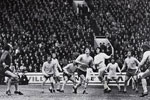 Billy Hughes send a looping header over Bob Wilson to give Sunderland a 2 goal lead